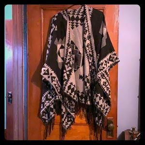 Sweaters - Poncho/shall